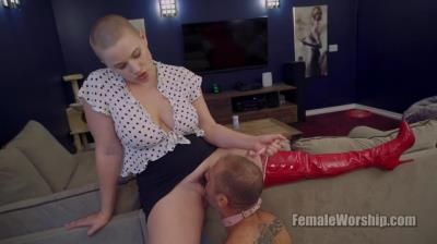 Female Worship: Riley Nixon - Does Puppy Want Something To Lick