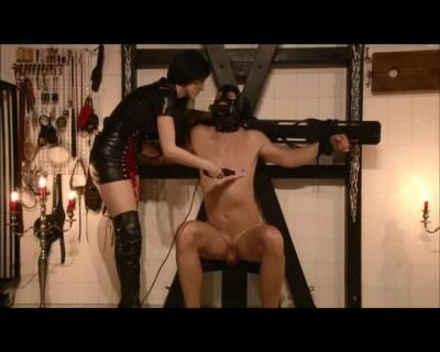 Mistress Blackdiamoond: Nipple Torture With Electricity