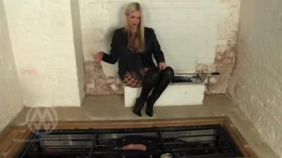Mistress Nikki Whiplash: Confined Cock Torture And Whipping Wl1478