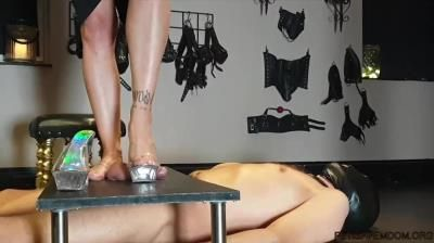 Danish Femdom: Slave Of Her Feets