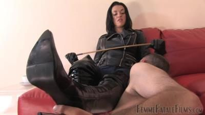 Femme Fatale Films: The Hunteress - Clean My Boots