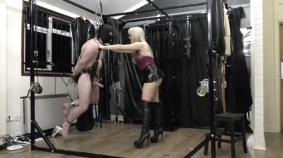 Mistress Tess Uk Clip Store: Just Hanging Around