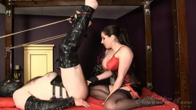 Goddess Alexandra Snow: Stretching Out The Slave Hole
