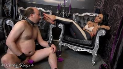 Mistress Kennya: A Sweaty Sock Wank