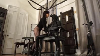 Elise Graves Bondage Liberation: Making A Pig Of Yourself - Steveloveskink And Elise Graves - Rubber Gimp Anally Impaled With Dildo While Cock And Balls Are Electrified