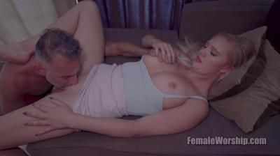 Female Worship: Paisley Porter - Tending To Paisley