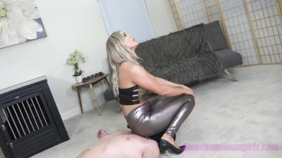 The Mean Girls: Princess Amber - Resting Myfeet While I Take A Seat