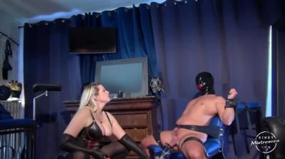 Kinky Mistress: Ballstretching With Domina M