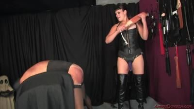 Ambers Dungeon: Mistress Luxe - Good Bitch Today