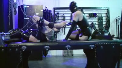 Clips4sale: Cybill Troy - Elbow-Deep Rubber Fisting