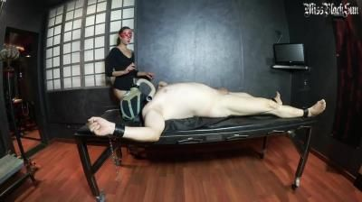 Clips4sale: Miss Black Sun, Gasmask Dressagewhip