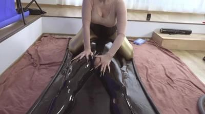 Clips4sale: Bizarre Goddesses, Kinkydomina Handjob Reward In Latex Vacuum Bed